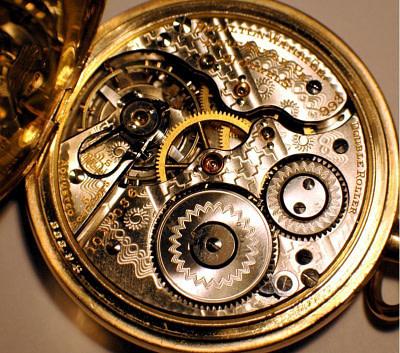 Filigranes Uhrwerk als Sinnbild für einen abgestimmten Körper