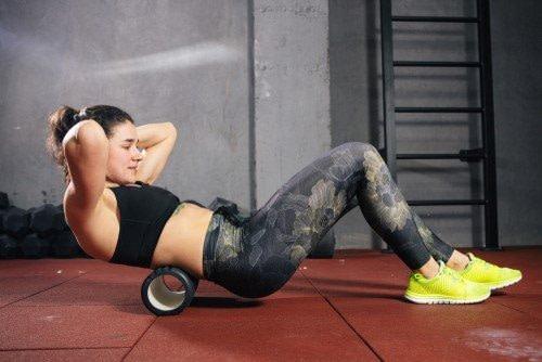 Sport auf Faszienrolle. Einseitiges Training kann ein Karpaltunnelsyndrom begünstigen