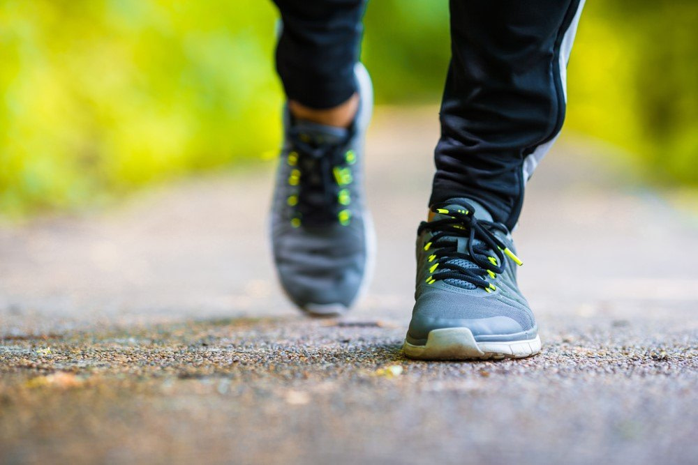Geh-Geschwindigkeit zeigt die Geschwindigkeit des Alterns an - bleiben Sie aktiv