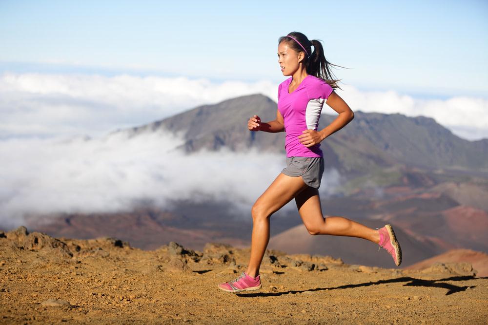 Läufern die mit dem Ballen aufkommen wird. Beispiel wie auch sehr sportliche Menschen den Ballengang einsetzen. Im Fersengang würde das Beine weiter gestreckt und damit die Schrittlänge vergrößert.