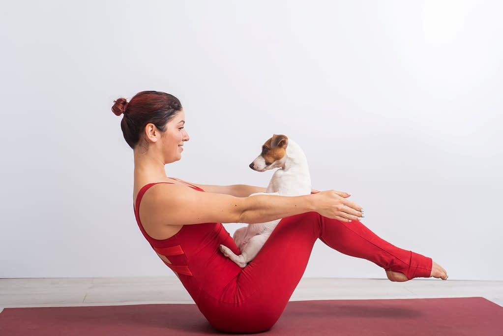 Yogapose mit guter Kernstabilität