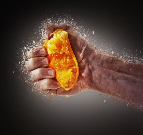 Bei Asthma ist die Belastung für den Körper auf Dauer zu groß. Manuelle Therapie kann die Folgen lindern.